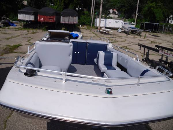 FOUR WINNS DECK BOAT - Tom's Pontoon Services